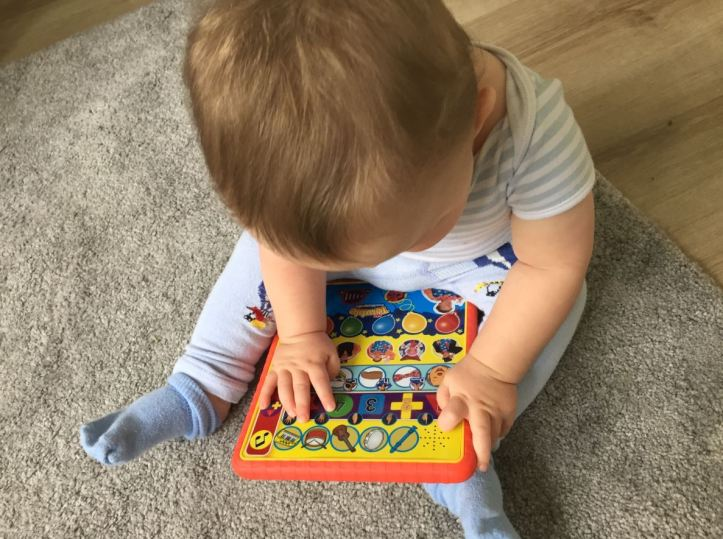 mr tumble something special learning pad - baby playing