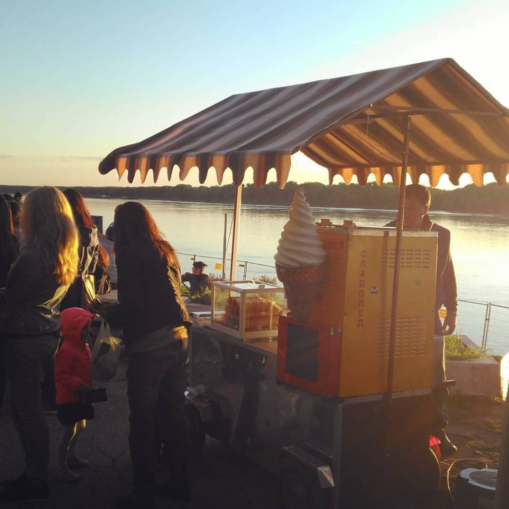 Ice cream cart on the banks of the Danube