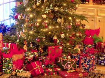 stxmco001christmas_tree_and_presents