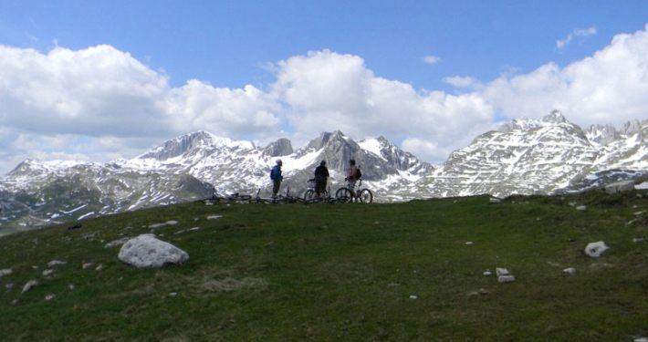 Mountain biking on Durmitor - meanderbug