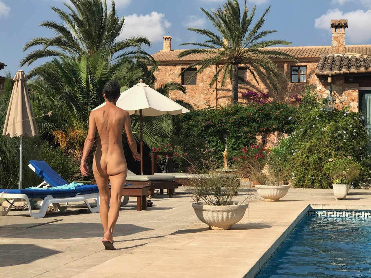 WANDERING WEDNESDAY: Skinny Dippers Naturist Retreat