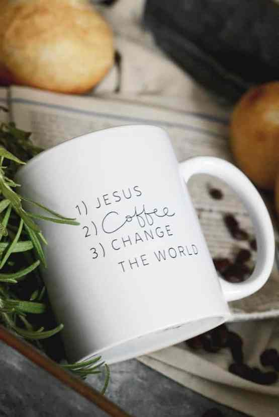 Vit porslinsmugg: 1) Jesus 2) Coffee 3) Change the world