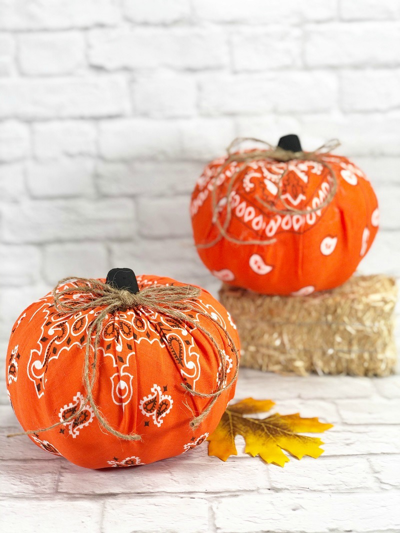 HOW-TO-MAKE-DOLLAR-TREE-BANDANA-PUMPKINS-CREATIVELY-BETH-13