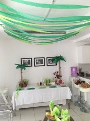 Lots of paper garlands to create the green feeling