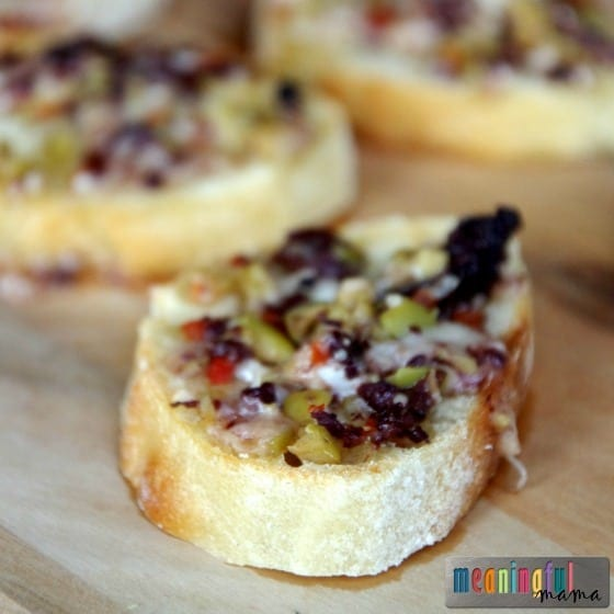 cheesy-olive-tapenade-crostini-appetizer