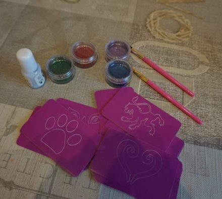 FabLab Glitter tattoo kit #interplay #kidscrafts #childrencrafts #glittertattoo #glitter #fablab