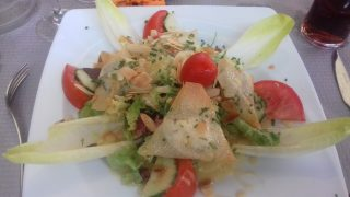 top tips provence cote d'azur Goats cheese salad at La Moules Joyeuse