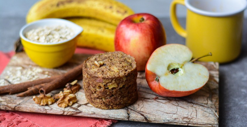 muffin on plate with apples and bananas