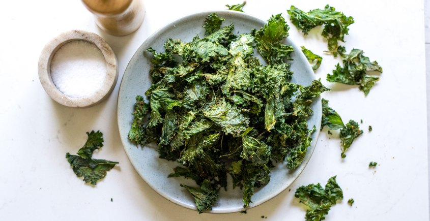 kale chips in bowl
