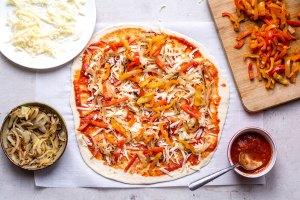 veggies on pizza