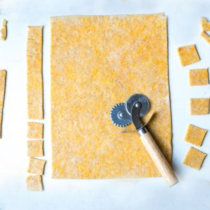 cutting crackers with rolling