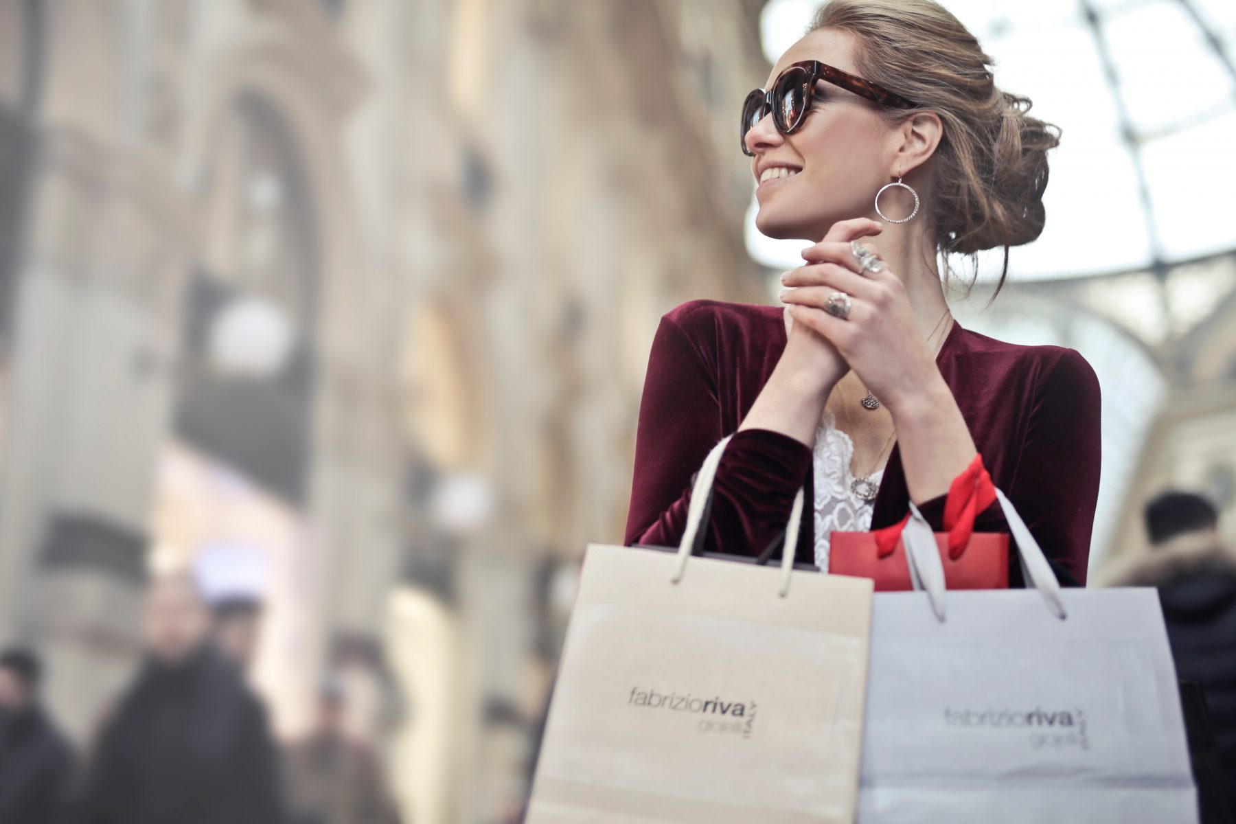 woman-holding-shopping-bags