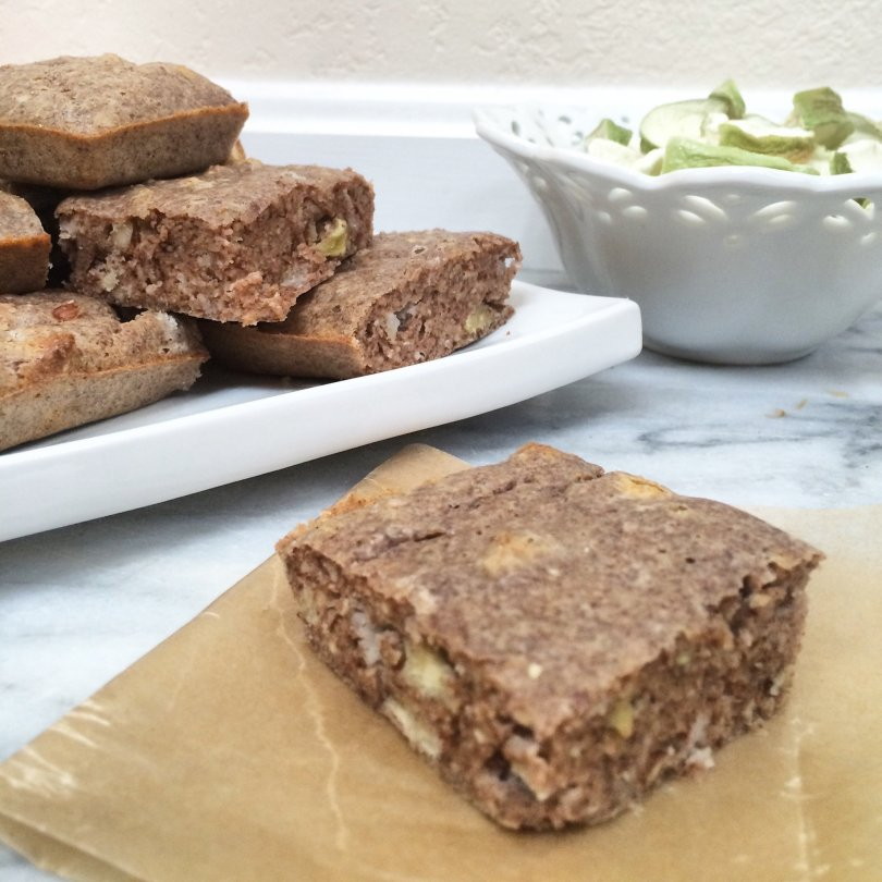 Low Carb Vegan Apple Cinnamon Breakfast Bars | These gluten free, low carb vegan breakfast bars are super easy to make and are soy free, sugar free, dairy free and egg free.