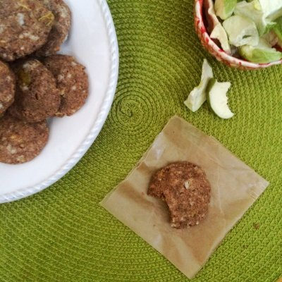 http://www.meatfreeketo.com/2015/09/13/low-carb-apple-spice-cookies/