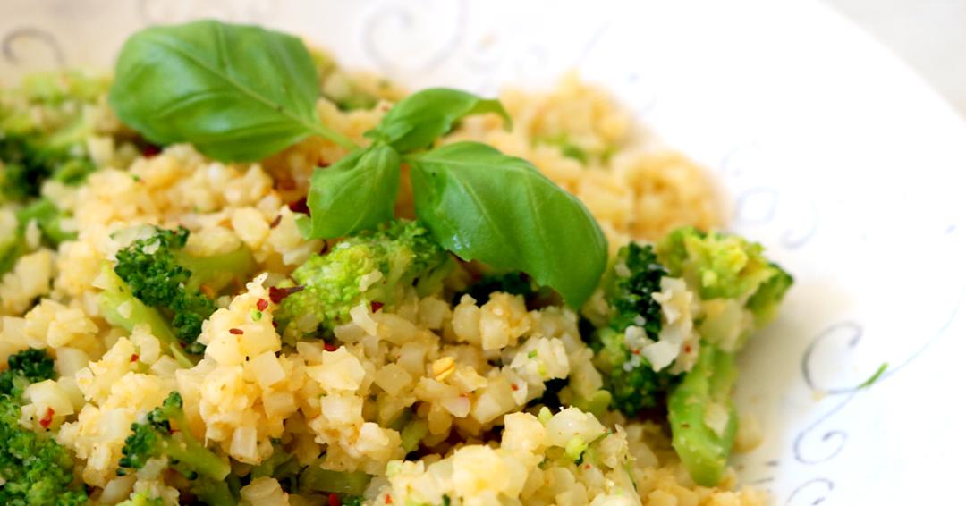 Low Carb Vegan Chili Coconut Cauliflower Rice