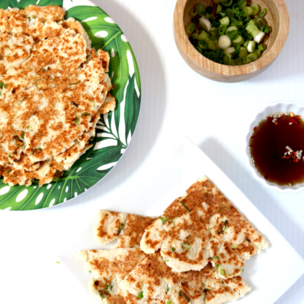 Vegan Keto Scallion Pancakes | Meat Free Keto - This low carb paleo recipe for keto scallion pancakes is nut free, and gluten free, and satisfies that craving for a takeout favorite.