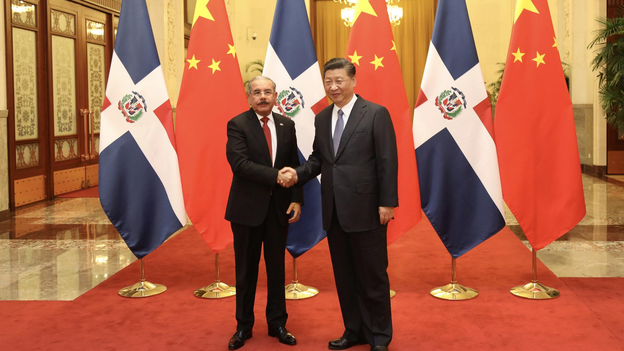 Китай виділив $100 000 для боротьби з АЧС в Домінікані