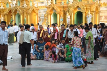 People taking a new year picture at the Schedagon Pagoda.