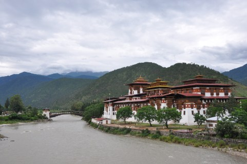 Arriving at Punakha Dzong