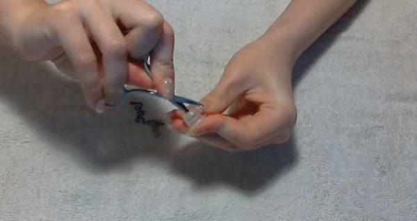 Тесікті маникюр қайшымен жасауға болады