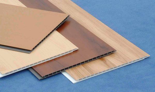 Panourile de înaltă calitate au un desen uniform, tăieturi netede, coastele de rigiditate sunt situate la aceeași distanță una de cealaltă.