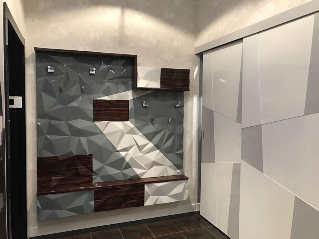 Прихожая 4 в современном стиле с 3д стеновой панелью в серых тонах фото 1