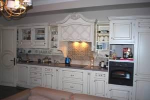 Кухня в светлых тонах стиль прованс.