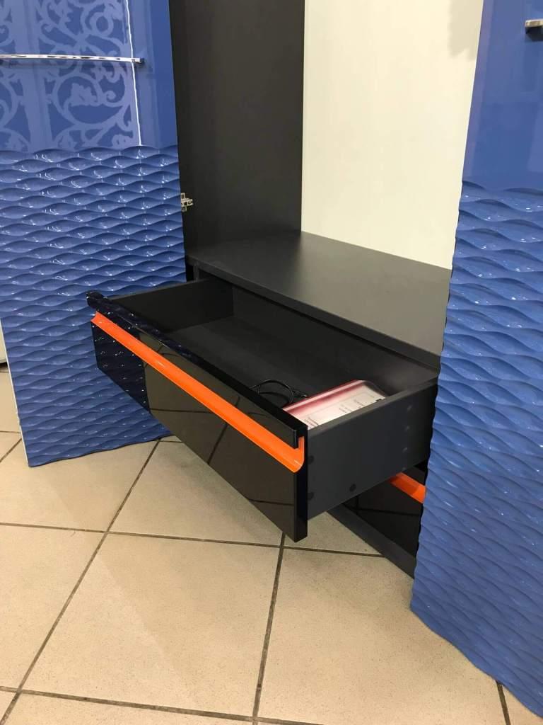 Синий шкаф с фрезеровкой фото 8