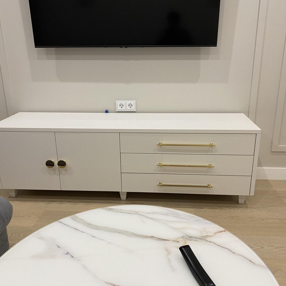 Тумба в гостиную на заказ из мдф с покрытием белой эмалью