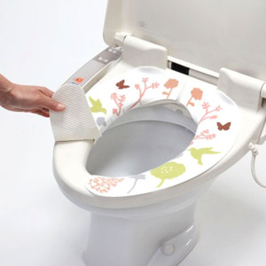 便座カバーの洗濯頻度や洗濯方法は?服と一緒に洗濯機で洗う?