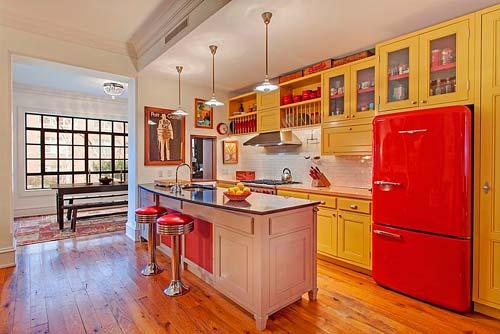 На американской кухне обязательно должен стоять красный холодильник