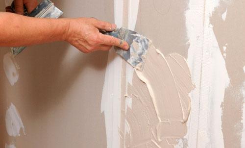 Перед покраской надо обязательно замазать все соединения и саморезы