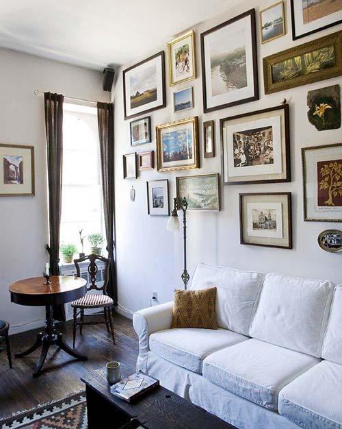 Стену можно украсить памятными фотографиями