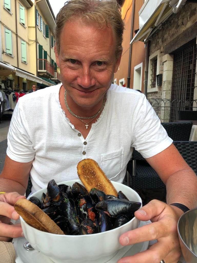 Majk frossar i musslor...som vanligt