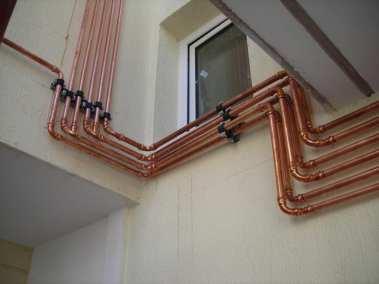 Σωληνογραμμή φυσικού  αερίου σε πολυκατοικία