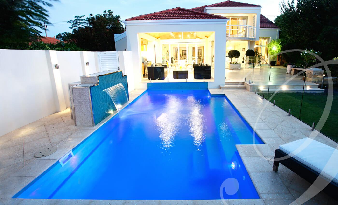 Elegance fibreglass pool by Toronto Pool Builder ME Contracting
