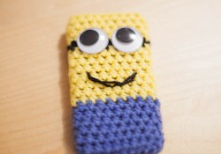 3 Cute Designs for Characters of Free Crochet Patterns for Minions Minion Inspired Phone Case Free Pattern Loopsan Crochet Blog