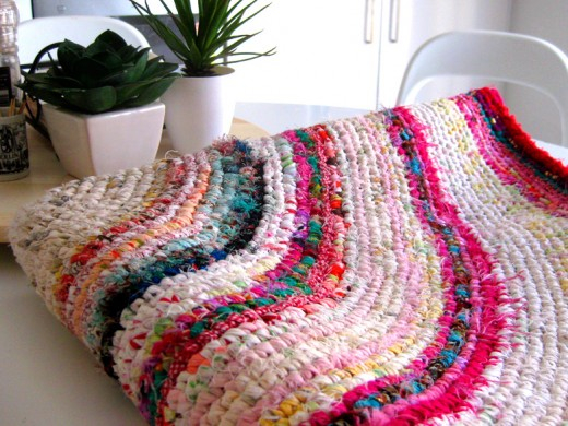 How To Make A Crochet Pattern How To Make A Colourful Crochet Rag Rug With Recycled Fabrics