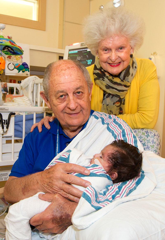 Volunteer To Cuddle Babies Near Me : volunteer, cuddle, babies, Volunteer, Cuddlers, Hospital, Provide, Comfort, Infants, Their, Parents, Center, Stanford, Medicine