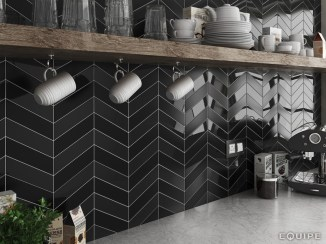 Black matte and gloss backsplash, source: Equipe