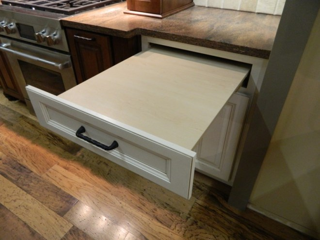 Pots and pans combo base_pull out work surface