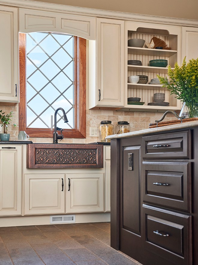 Brookhill Raised Panel maple Morel Raw Umber Glaze and Highlight and cherry Espresso