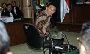 Basuki Tjahaja Purnama (Ahok) menjalani sidang kasus dugaan penistaan agama di Pengadilan Negeri (PN) Jakarta Utara yang berlokasi di bekas gedung PN Jakarta Pusat di Jalan Gajah Mada, Jakarta Pusat, Selasa 13 Desember 2016. (Pool/SP/Joanito de Saojoao)