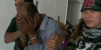 Dokter Helmi saat dibawa penyidik untuk diperiksa di Mapolda Metro Jaya, Jumat (10/11/2017).(Kompas.com/Akhdi Martin Pratama)