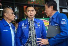 Edhie Baskoro Yudhoyono (tengah) tiba di kantor DPP Partai Demokrat, di Menteng, Jakarta Pusat, Rabu (13/9/2017). Ketua Umum Partai Demokrat Susilo Bambang Yudhoyono menyatakan, partainya menolak upaya pelemahan terhadap Komisi Pemberantasan Korupsi (KPK).(KOMPAS.com/GARRY ANDREW LOTULUNG)