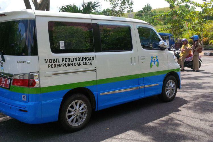 Mobil operasional Dinas Pemberdayaan Perempuan Perlindungan Anak Pengendalian Penduduk dan Keluarga Berencana Kabupaten Nunukan Kalimantan Utara yang berhasil membongkar kasus kekerasan seksual terhadap anak yang dilakukan oleh paman korban 7 tahun lalu. (KOMPAS.com/SUKOCO)