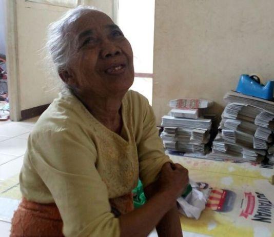 Siti Bunga atau Nek Mimi, penghuni rusunawa Pesakih yang hidup seorang diri, Selasa (25/7/2017).(Lila Wisna Putri)