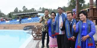 Gubernur Sumatera Utara (Gubsu) Tengku Erry Nuradi meresmikan pemandian air panas USK Hineni di Tarutung, Kabupaten Tapanuli Utara, Minggu (5/11/2017)