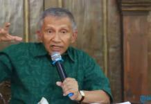Ketua Dewan Kehormatan Partai Amanat Nasional (PAN), Amien Rais menggelar jumpa pers di kediamannya, Sleman, DIY, Kamis (3/9/2015). Amien memberi penjelasan kenapa PAN kini bergabung dengan Koalisi Indonesia Hebat (KIH).