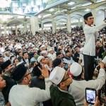 Ustad Abdul Somad memberikan ceramah pada acara Ngaji Bareng di Masjid Al-Jihad,Medan, Rabu (15/11). MTD/FB/Sedekah Bareng/Tarmizy Harva